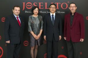 José, junto a los embajadores y Etsuro Sotoo